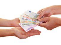 pagalba žmonėms, kuriems reikia finansinės pagalbos